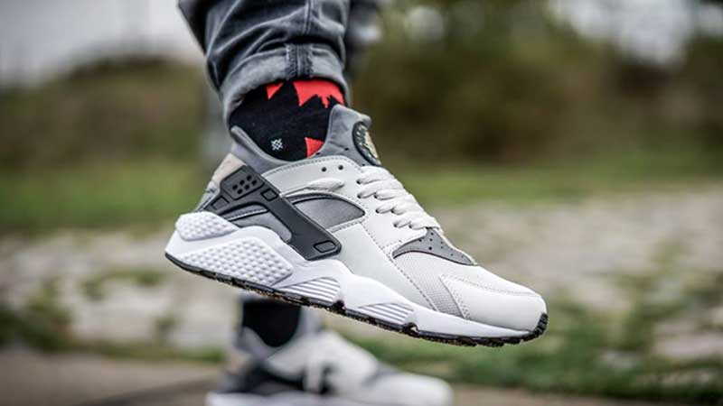 Nike-Air-Huarache-Light-Ash