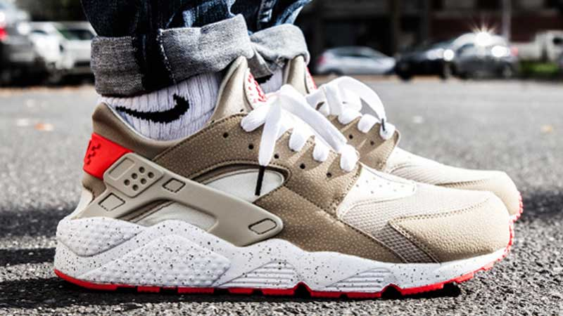 726d7034b76142 Nike-Air-Huarache-Light-Beige-Laser-Crimson