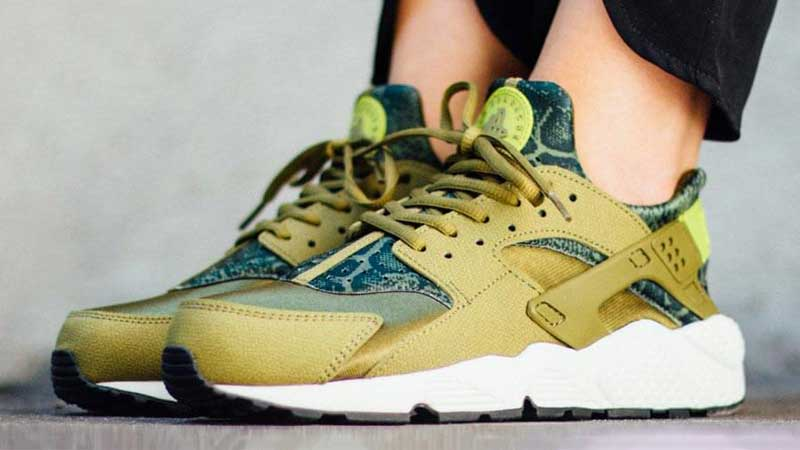 new product 95d76 b3272 75 of the BEST Nike Air Huarache Colorways