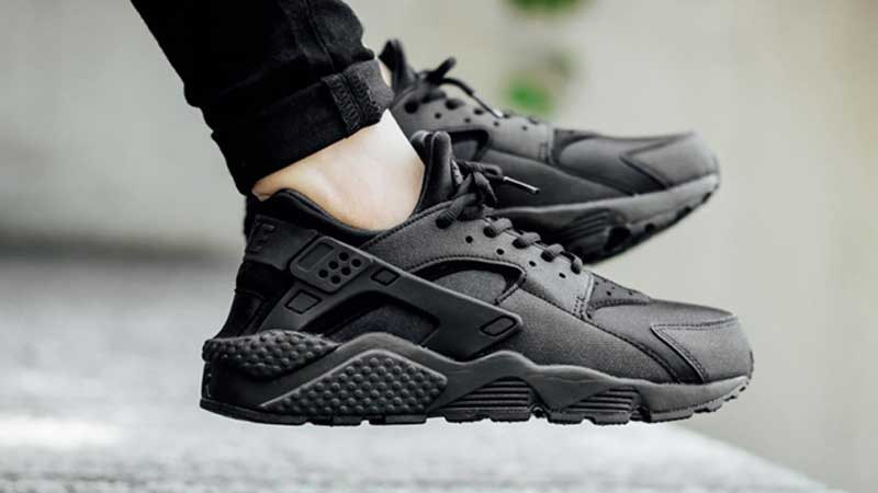 Nike-Air-Huarache-Triple-Black